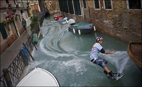 photo wakeboard venise inondation red bull duncan zuur