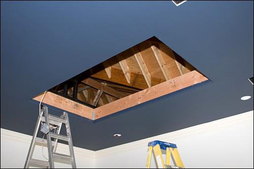 un home cinema accroch au plafond blog note. Black Bedroom Furniture Sets. Home Design Ideas