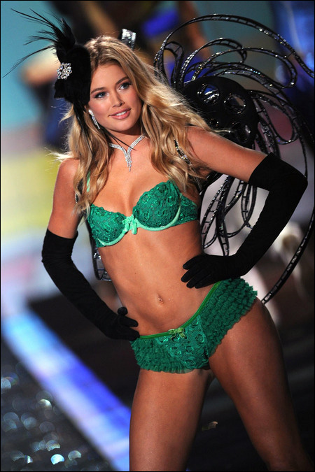 victoria secret fashion show 2009 Doutzen Kroes photo