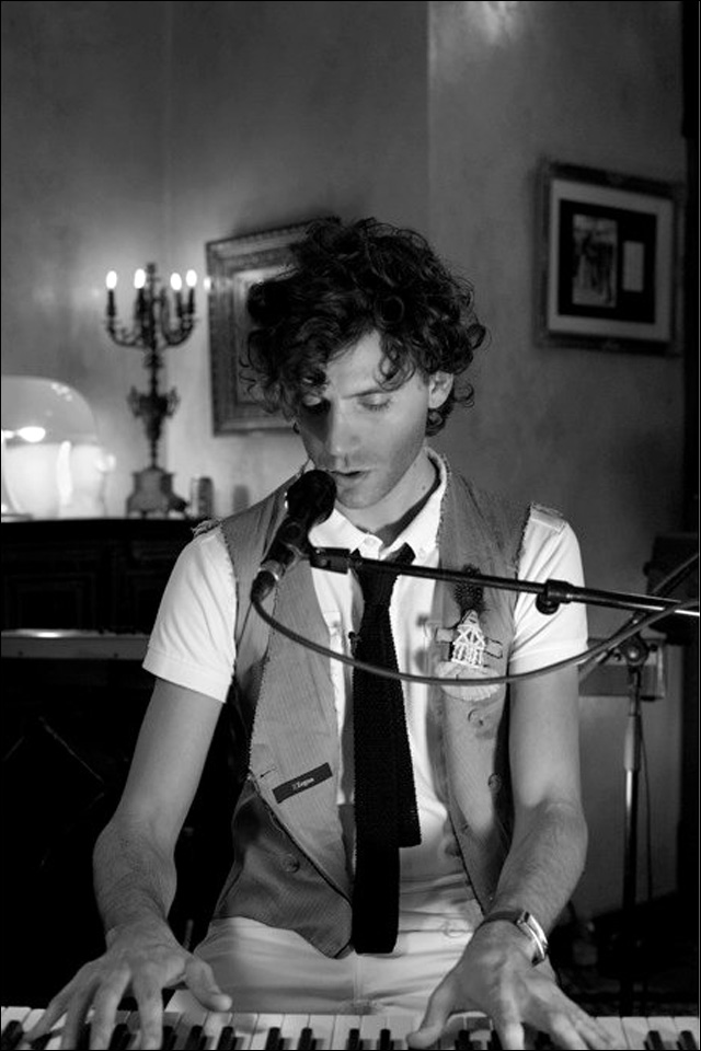 live at home mika photo