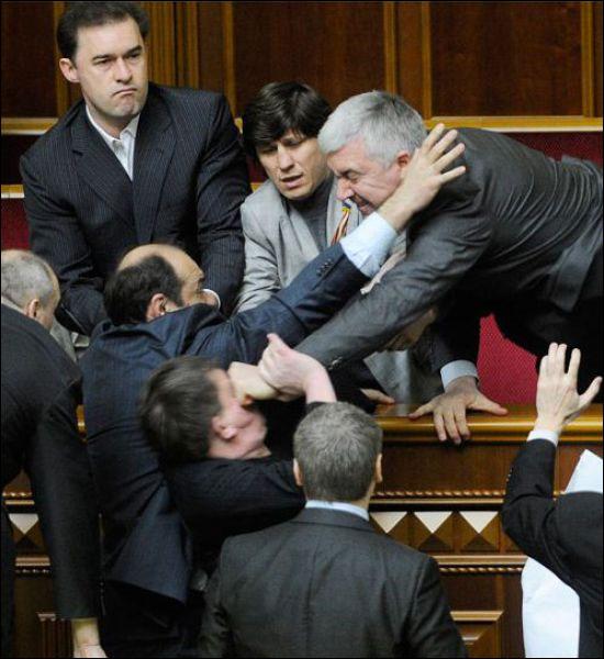 parlement ukraine depute baston photo
