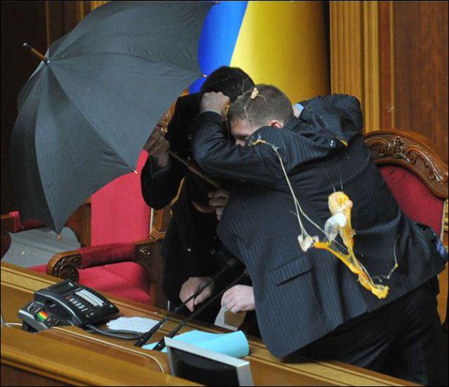 parlement ukraine depute oeuf