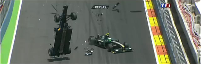 crash formule 1 mark webber vs Heikki Kovalainen video hd
