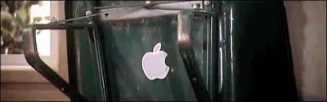 Parodie de Steve Jobs par les Guignols de l'Info