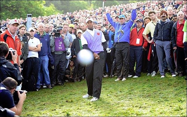 golfeur Tiger Woods photo balle golf dans appareil photo