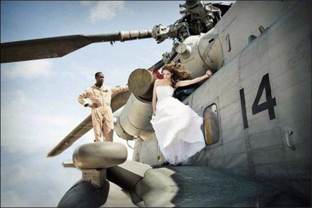 tres belle photo de mariage robe de mariee femme homme avion