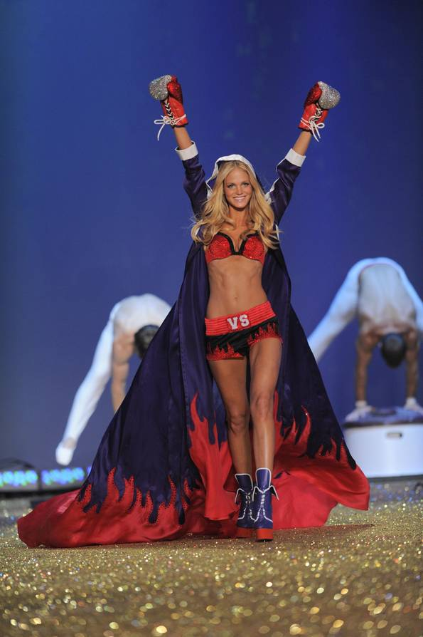 Victoria Secret Fashion Show 2010 video hd trailer photos hq lip dub