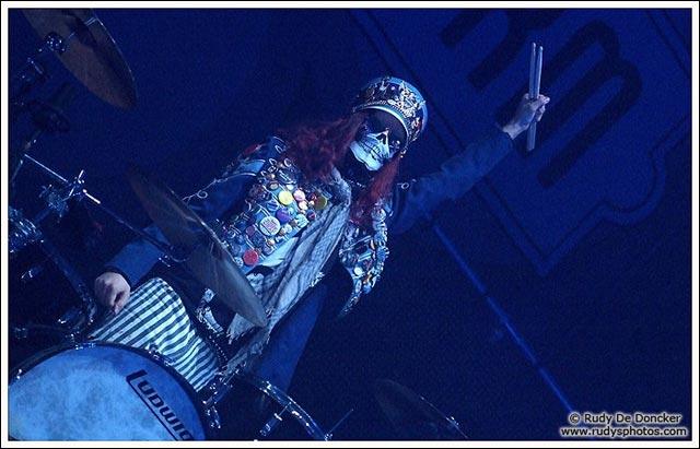 photo hd Halestorm concert batteur tete de mort arejay hale frete de lzzy
