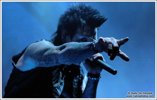 Papa Roach concert live Taste of Chaos 2010 photo video Jacoby Shaddix