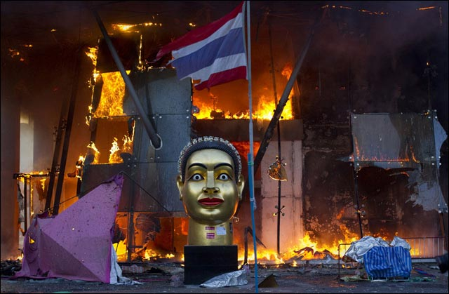 best of Reuters photo 2010 thailande attenta hotel chemises rouges
