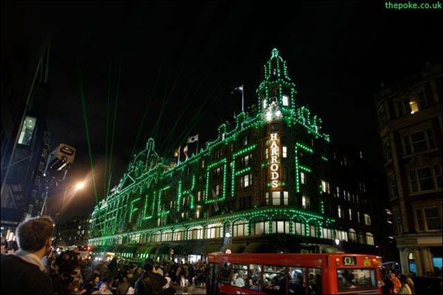 message facade vitrine Harrods London fuck off santa claus pere noel