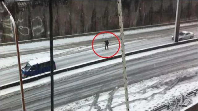 autoroute enneigee pas degagee photo neige snowboard route N118