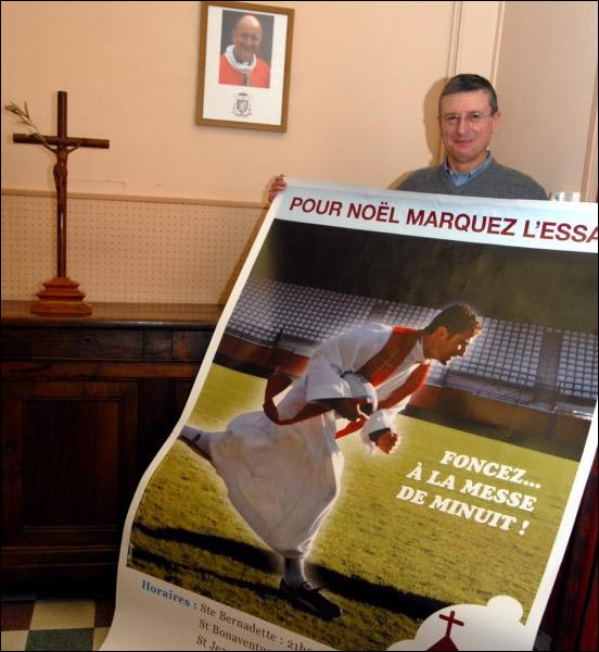 publicite insolite messe noel eglise pretre cure ballon rugby football