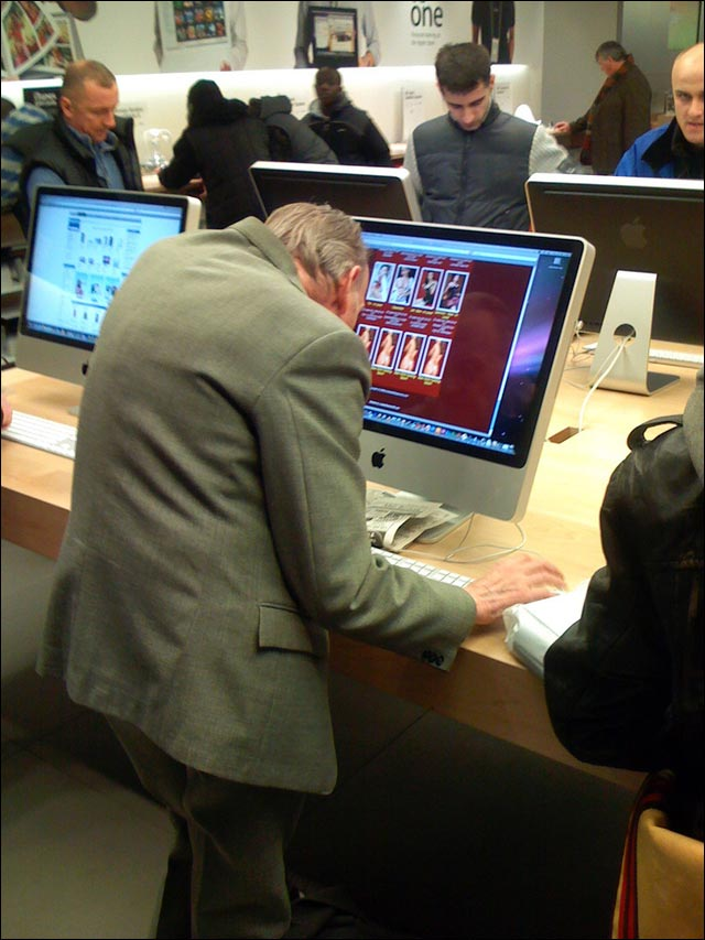 photo vieux pervers apple store busted owned