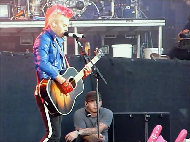 30STM RAR photo hq 30 Seconds To Mars concert Jared Leto nu