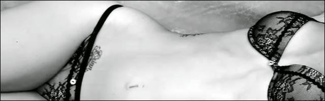 video hd megan fox nue armani lingerie defile denude photo