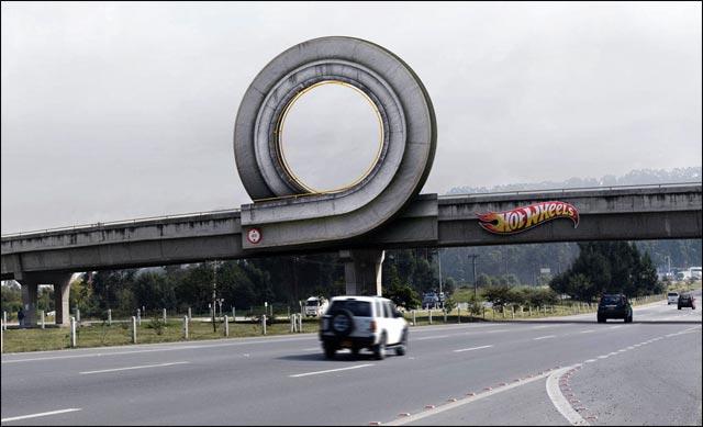 photo Hot Wheels Mattel autoroute Colombie petite voiture jouet