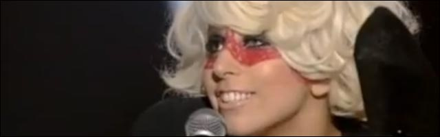 video Lady Gaga emission Taratata chante francais poker face france TV