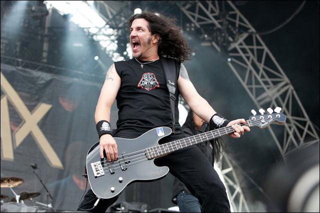 photo hd Frank Bello chanteur Anthrax concert live Sonisphere Festival 2011 France