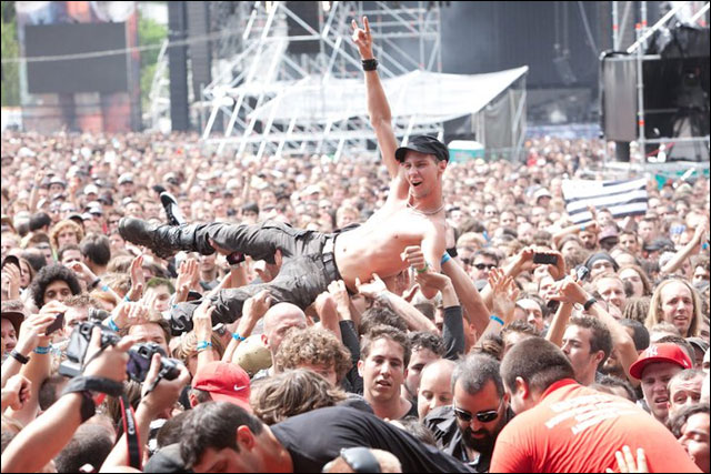 Mass Hysteria 2011 concert Sonisphere Festival 2011 photo slam crowd surfing