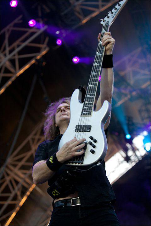 photo concert Megadeath bass David Ellefson live at Sonisphere Festival 2011 FR