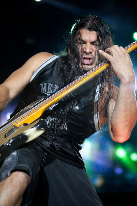 photo hd live Metallica Robert Trujillo concert Sonisphere Festival 2011 France