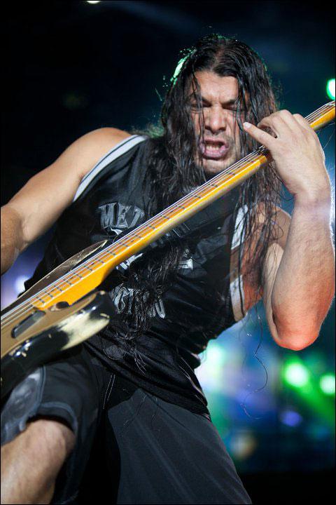 photo hd live Metallica Robert Trujillo concert Sonisphere Festival 2011 France