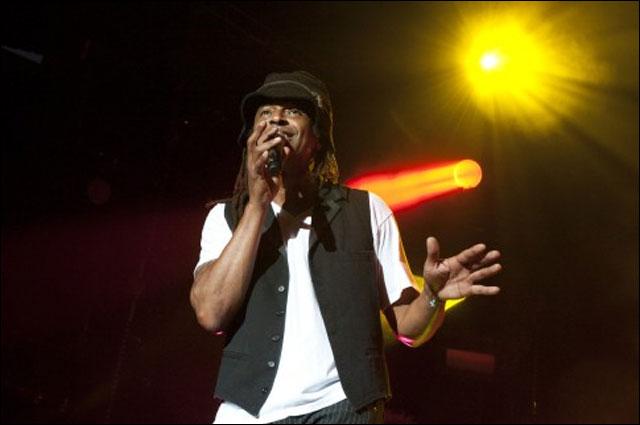 photo hd concert Yannick Noah live Foire aux Vins Colmar 10 aout 2011 FAV
