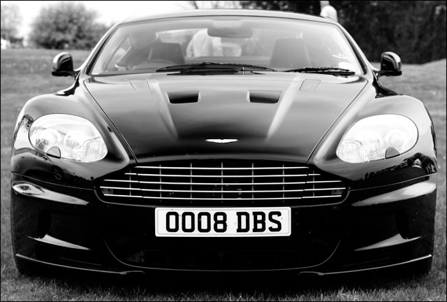 photo Aston Martin DBS V12 James Bond 007