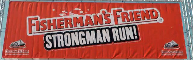photo affiche Fisherman's Friend Strongman Run drapeau depart start