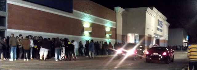 photo file attente foule magasin USA Black Friday 2011 WalMart etc