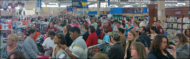 photo video foule Black Friday 2011 achats de noel shopping USA Thanksgiving