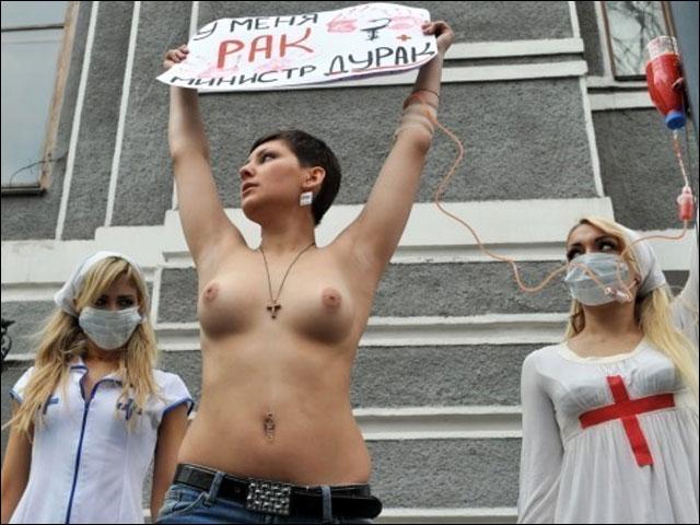 photo femme sein nu mouvement action Femen feministe manifestation fille sexy