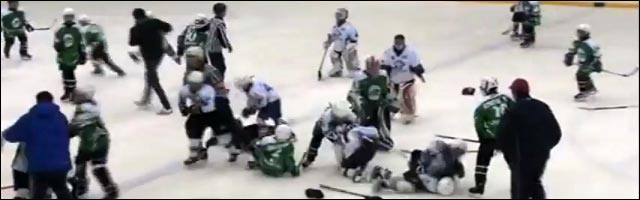 Kazakhstan ice hockey sur glace video buzz baston gamin enfants 10 ans