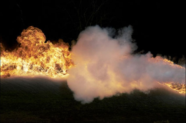 video duel lance-flammes contre extincteur slowmotion 1000fps fantom camera