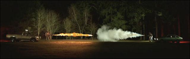 video lance flammes vs extincteur duel match chaud contre froid