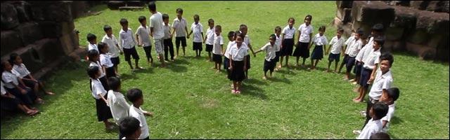 video hd lipdub Cambodge avec 300 enfants spectacle temple Angkor Cambodia
