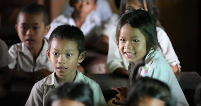 video hd lipdub Cambodge photo sourire visage enfant orphelinat reaction