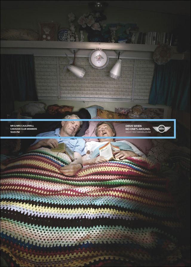 lecon conduite nuit Mini Cooper S publicite papi mamie dorment ensemble lit