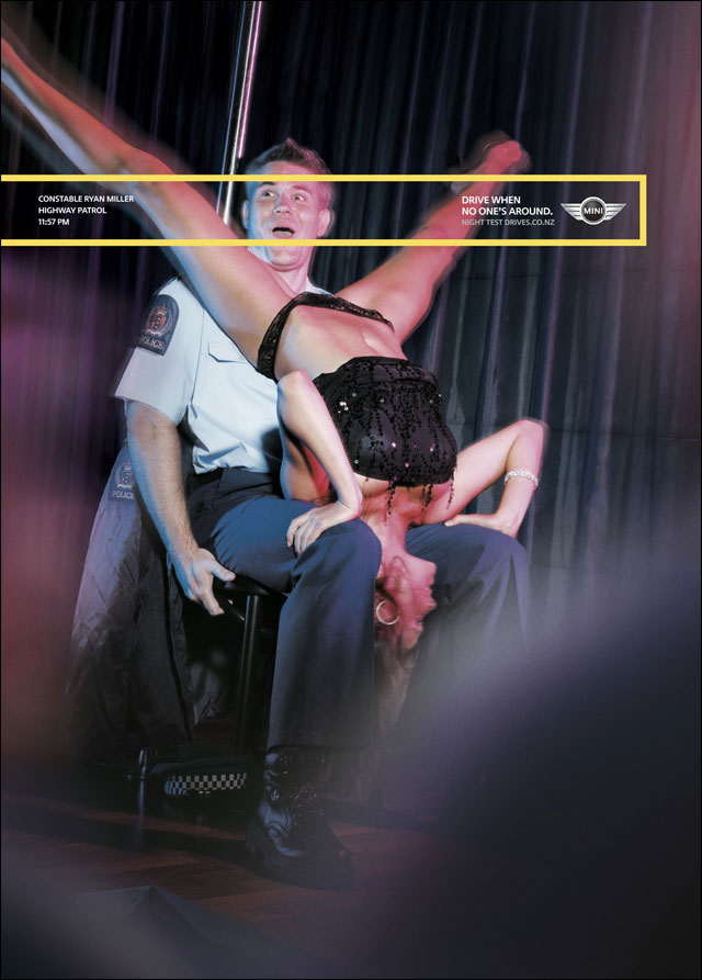 policier sexy offre dance chaude lapdance strip tease club photo volee busted