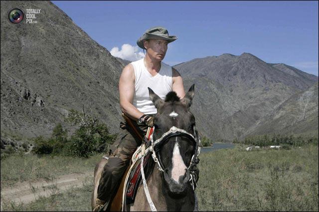 photo president Russie Vladimir Poutine cowboy balade cheval Siberie
