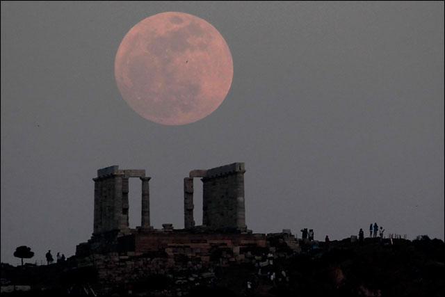 jolie photo pleine lune ciel etoile filante voeu romantique