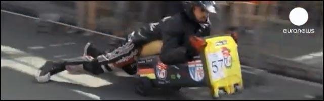 video insolite coupe du monde de course en poubelle streetluge caisse a savon