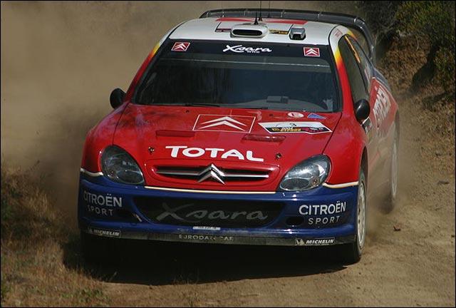 Sebastien Loeb photo Citroen Xsara WRC rallye sable terre sponsor Total