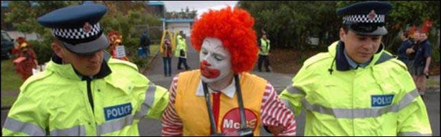 costume deguisement Halloween empeche pas arrestation par police