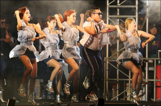 picture photo video concert Psy Gangnam style live at Seoul South Korea