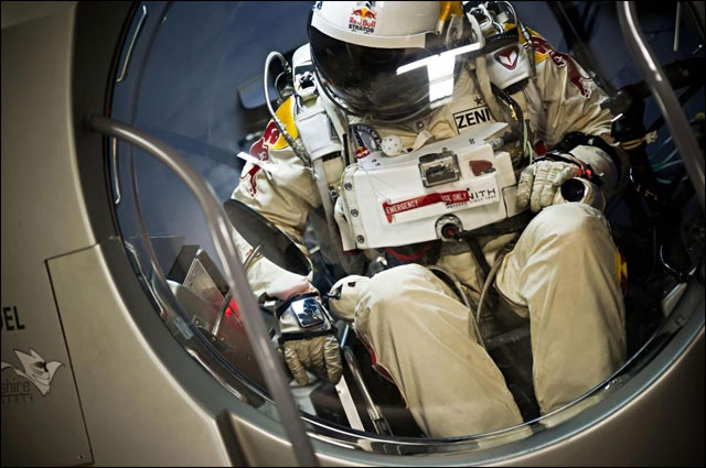 photo RedBull Stratos launch saut chute libre 38km depuis stratosphere