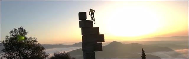 Rick Koekoek fait du vélo sur le toit du monde