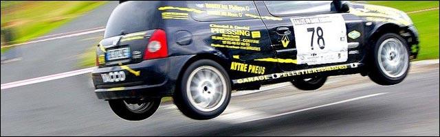 photo rallye Renault Clio jump saut