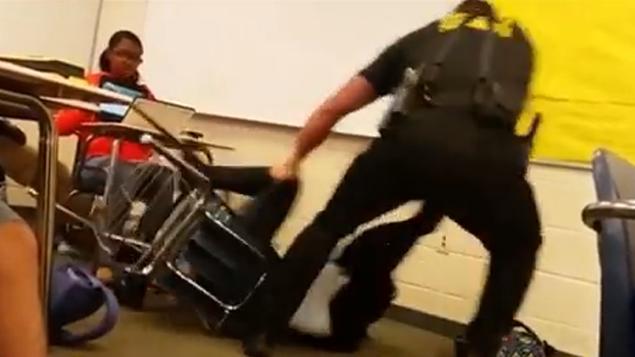 Violente arrestation d'une lycéenne par un policier